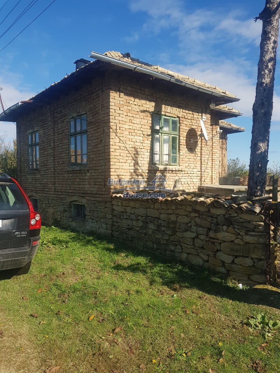13312:1 - Brick built rural Bulgarian house near lake  big garden  Popovo