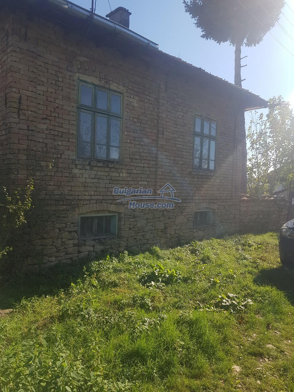13312:24 - Brick built rural Bulgarian house near lake  big garden  Popovo